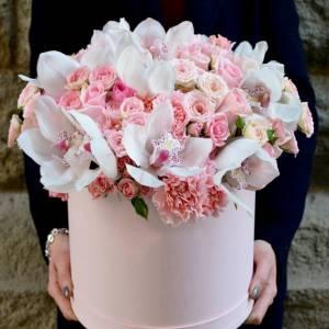 Крупные орхидеи и розы в коробке R786