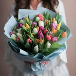 Букет 45 тюльпанов микс с оформлением R1237