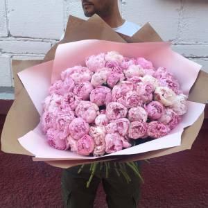 Букет 45 нежных розовых пионов с оформлением R1115