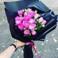 Букет 5 веток пионовидной розы в крафте R003