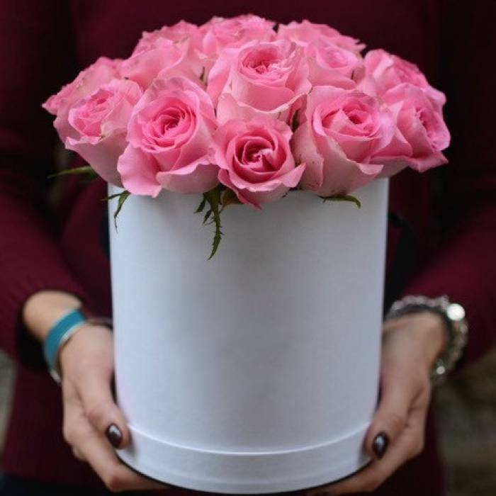 15 розовых роз в коробке R038