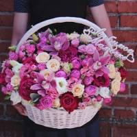 Сборная корзина с орхидеями и пионовидной розой R011