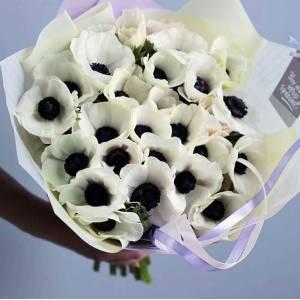 Букет 19 белых анемонов с упаковкой R1005