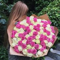 Нежный букет из 101 розовой и белой розы R005