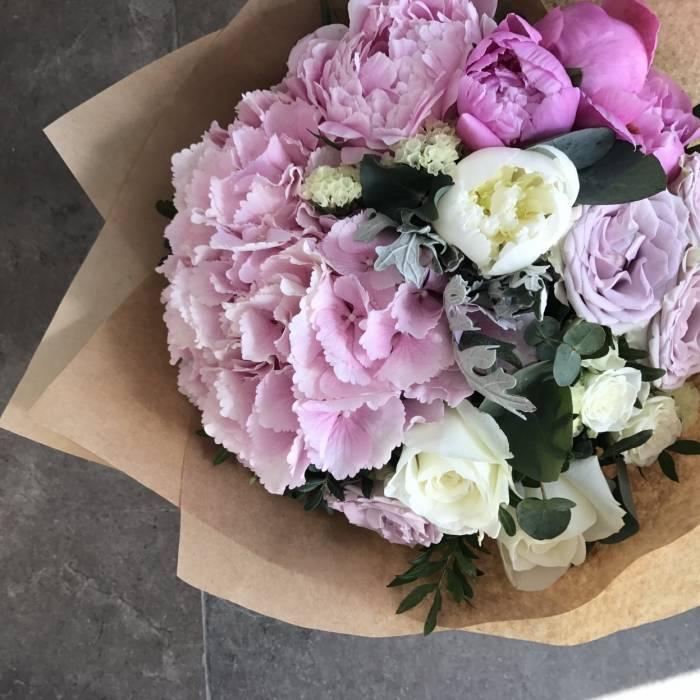 Сборный букет пионы с пионовидными розами R177