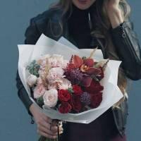Сборный букет розы и орхидея R005