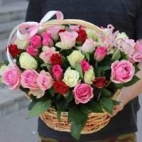 51 роза ассорти в корзине R017