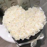 Сердце 35 белых роз R010